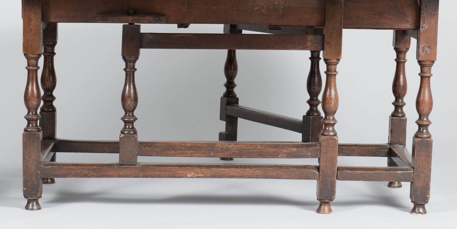 Lot 100: William and Mary Oak Dining Table