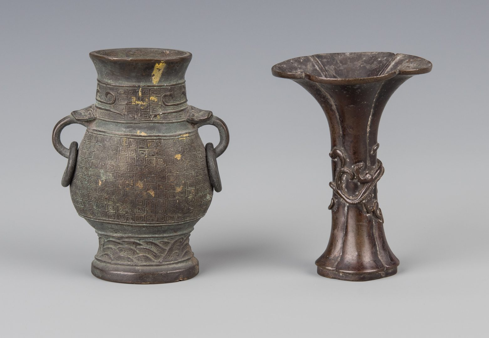 Lot 253: 2 Chinese Bronze Vases