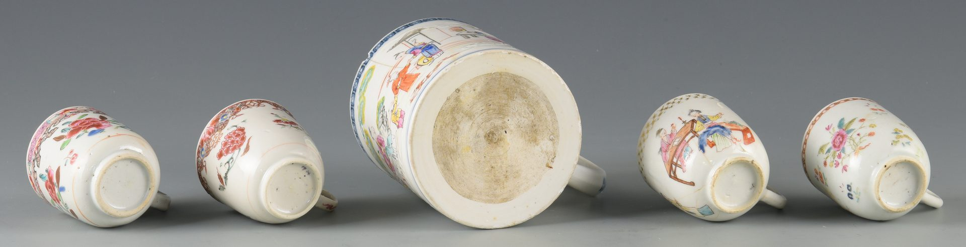 Lot 263: 8 Chinese Export Porcelain Items inc. cups, plates