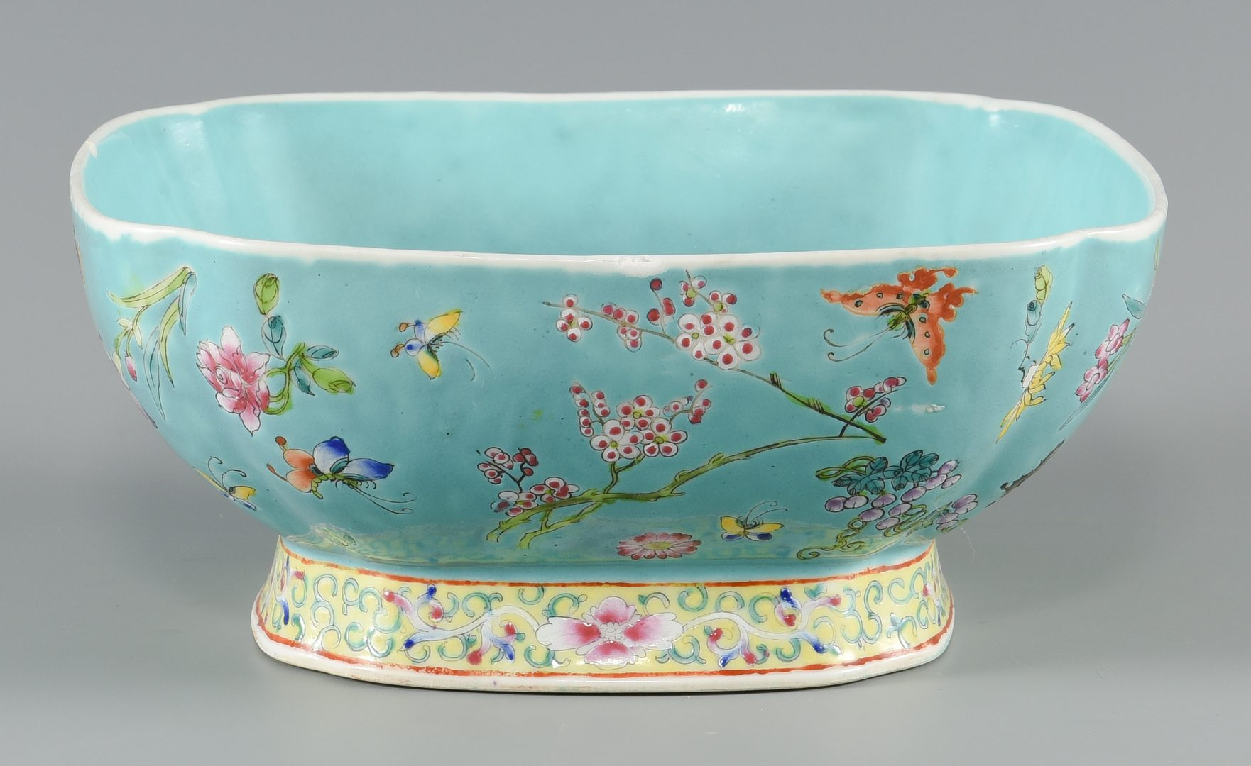 Lot 265: 3 Chinese Porcelain Items
