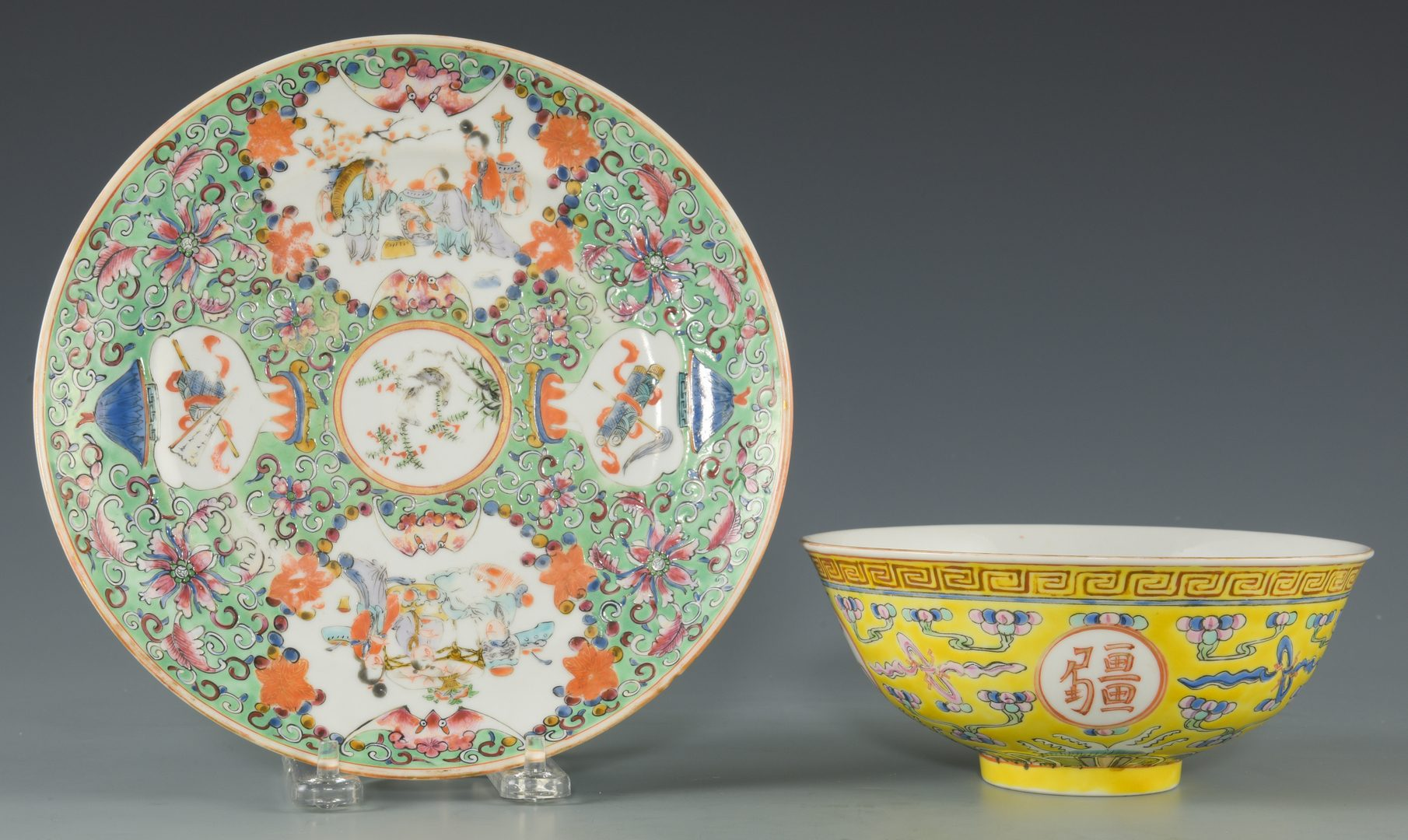 Lot 266: 2 Chinese Famille Rose Porcelain Items