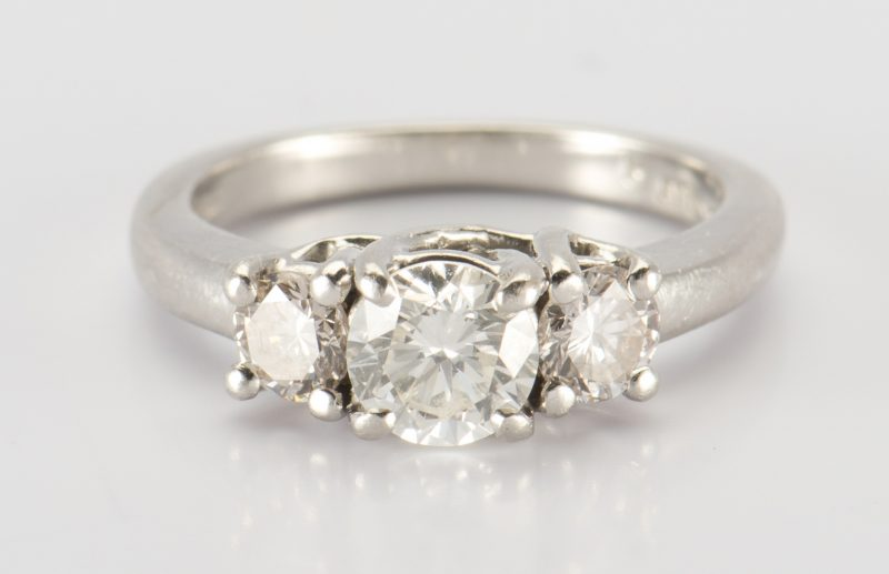 Lot 322: Platinum 3 stone Diamond Ring