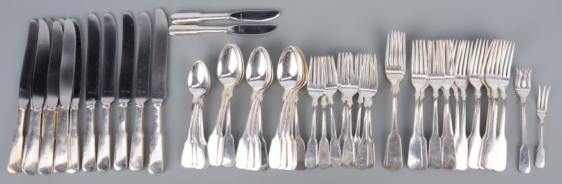 Lot 373: International 1810 sterling flatware