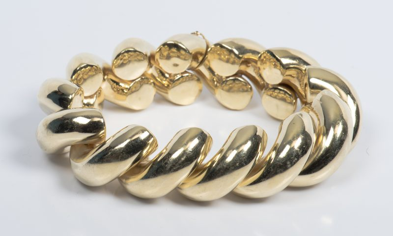 Lot 43: 14K Shrimp Link Bracelet