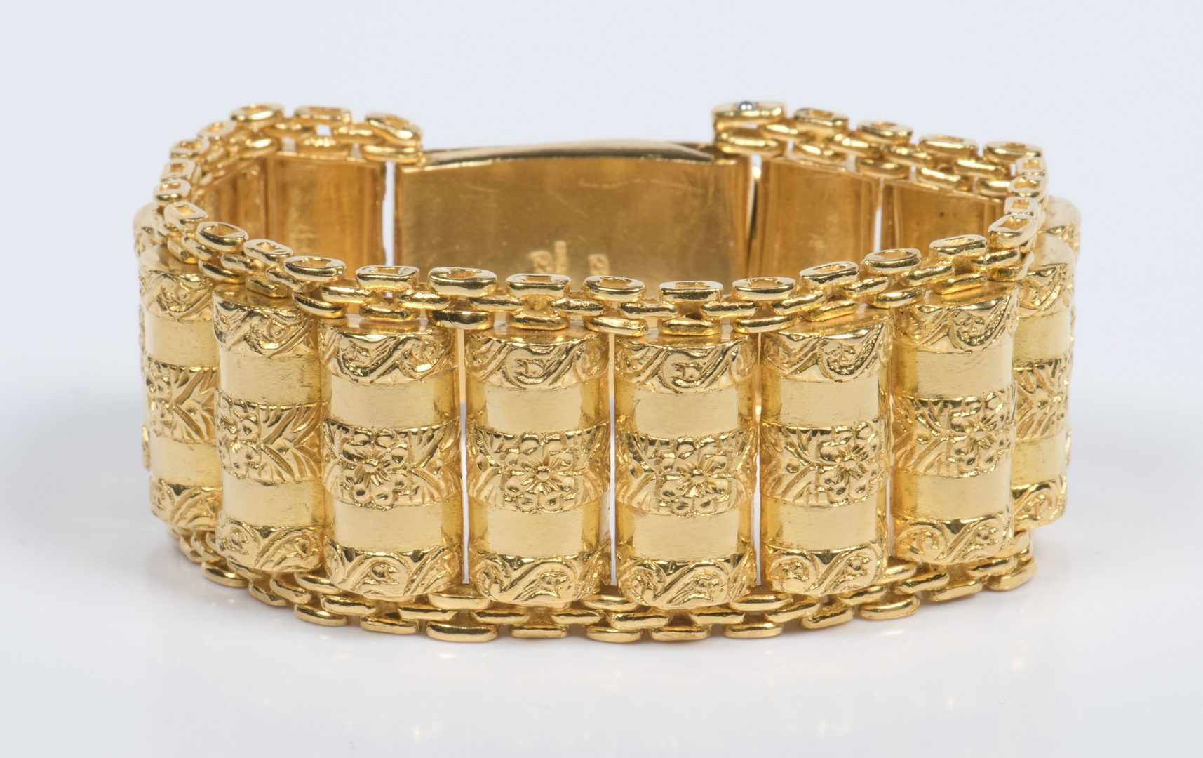 Lot 46: 22K Wide Link Bracelet, 115.4 grams