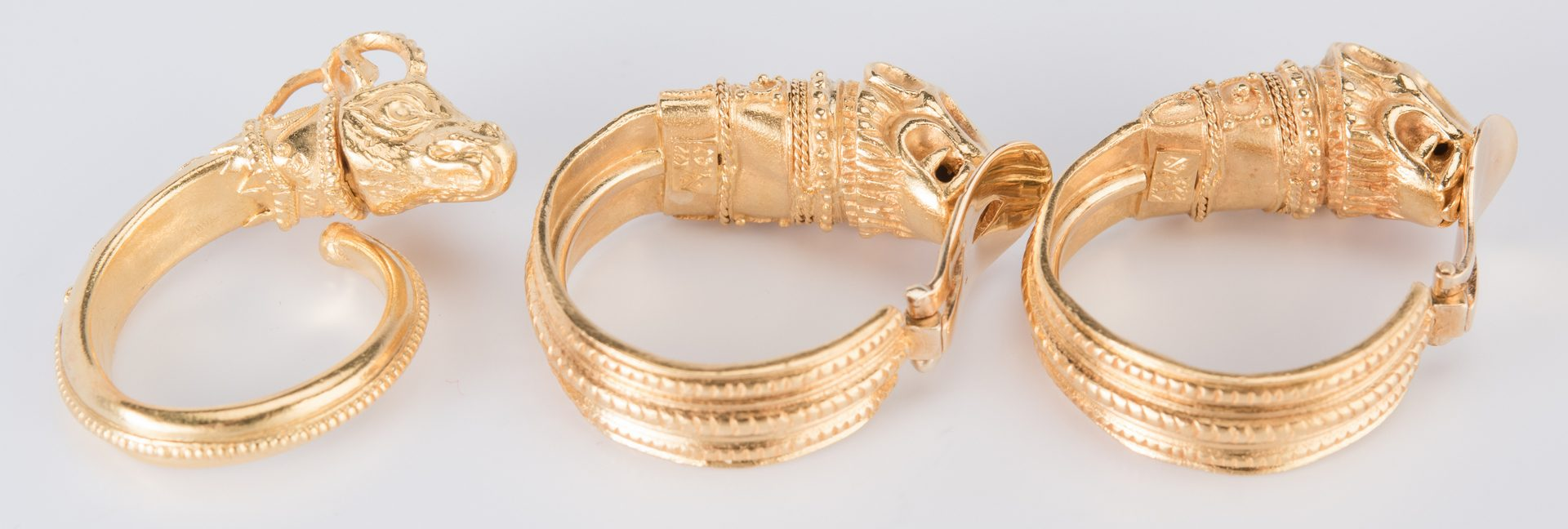 Lot 47: Set 22K Etruscan style Jewelry