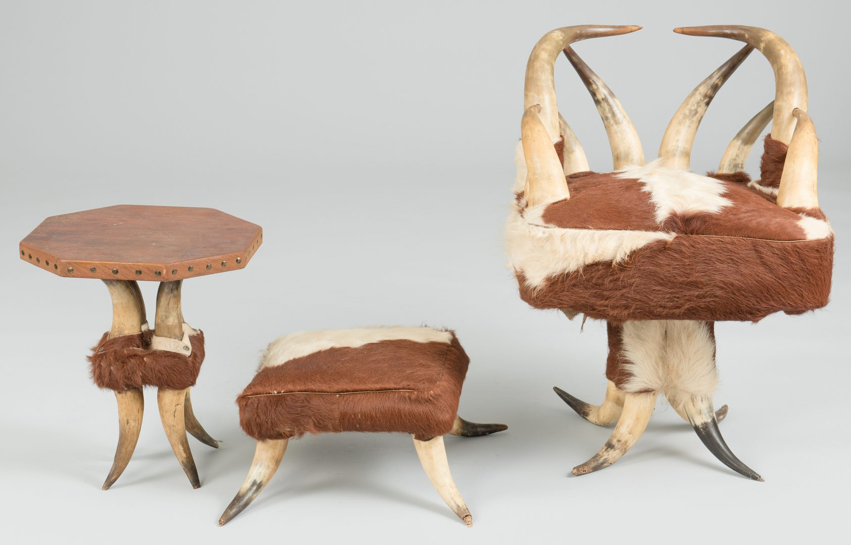 Lot 489: 3 Small Steer Horn Furniture Items