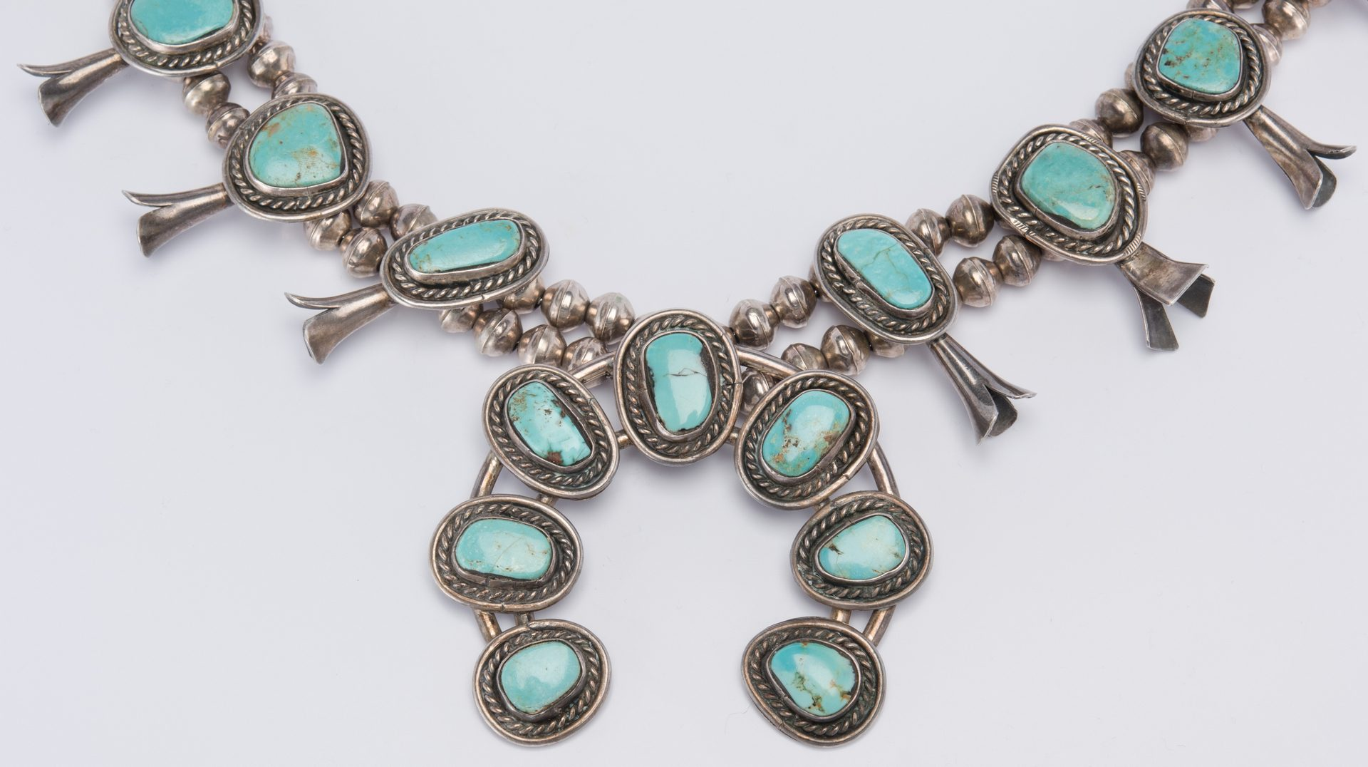 Lot 513: Set Navajo Turquoise Silver jewelry