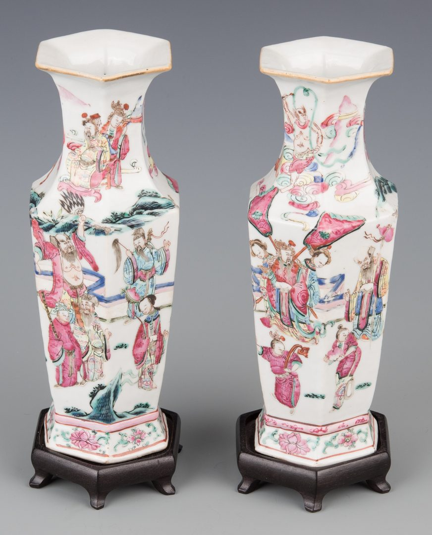Lot 595: Pr. Chinese Famille Rose Vases & Mottahedeh Blue Canton Lamp