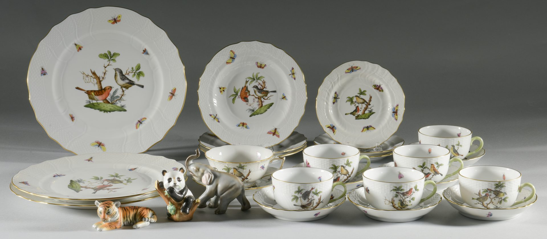 "Lot 620: Herend Rothschild Dinnerware & ""Smithsonian"" Animals, 26 pcs."
