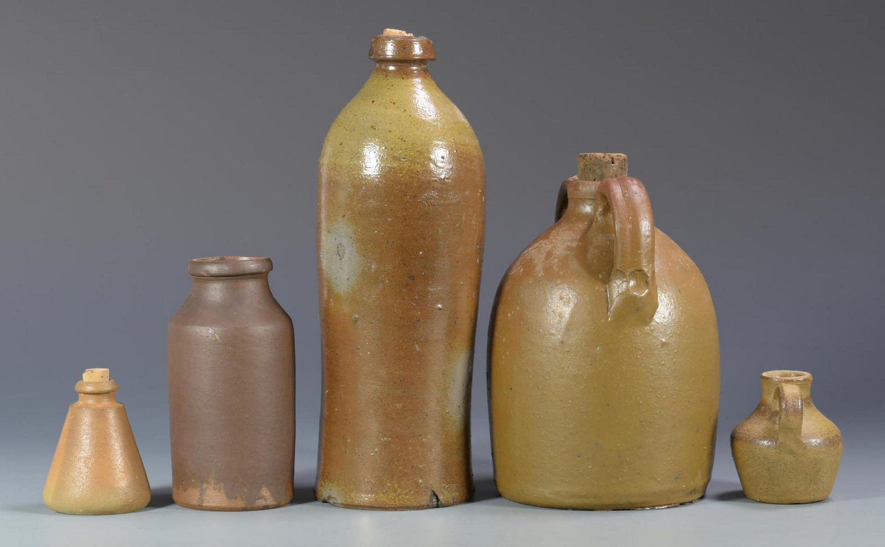 Lot 674: Grouping of Middle TN Pottery, 8 items