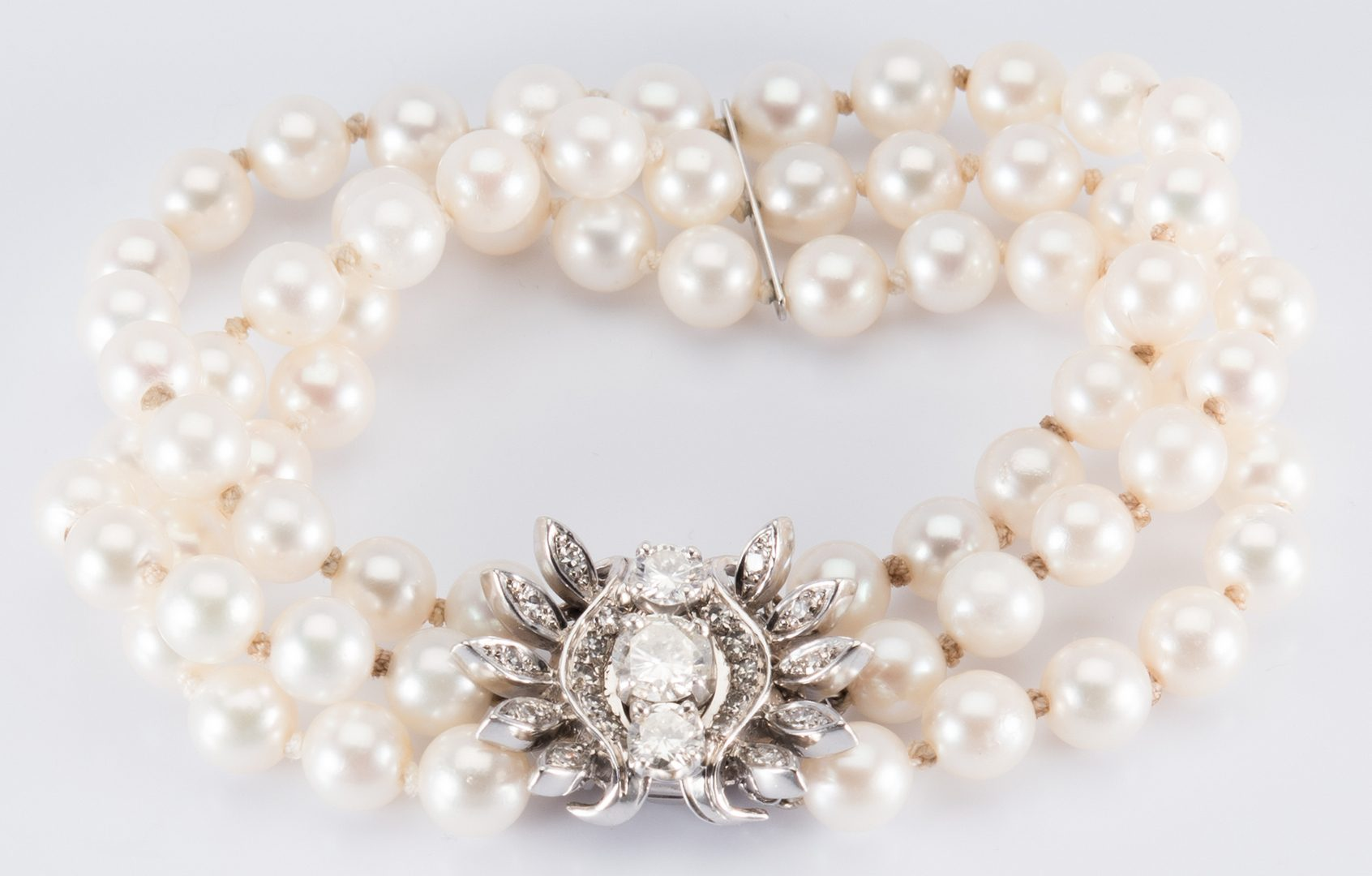 Lot 705: 14K  Pearl Bracelet, lg Dia Clasp