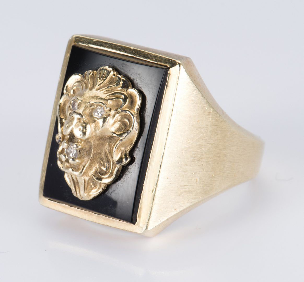 Lot 712: 14K Lion Ring