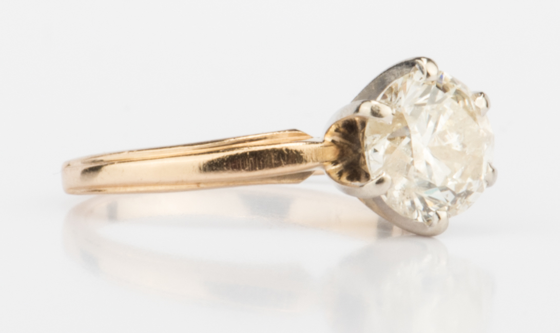 Lot 713: 1 Carat Diamond Solitaire Ring