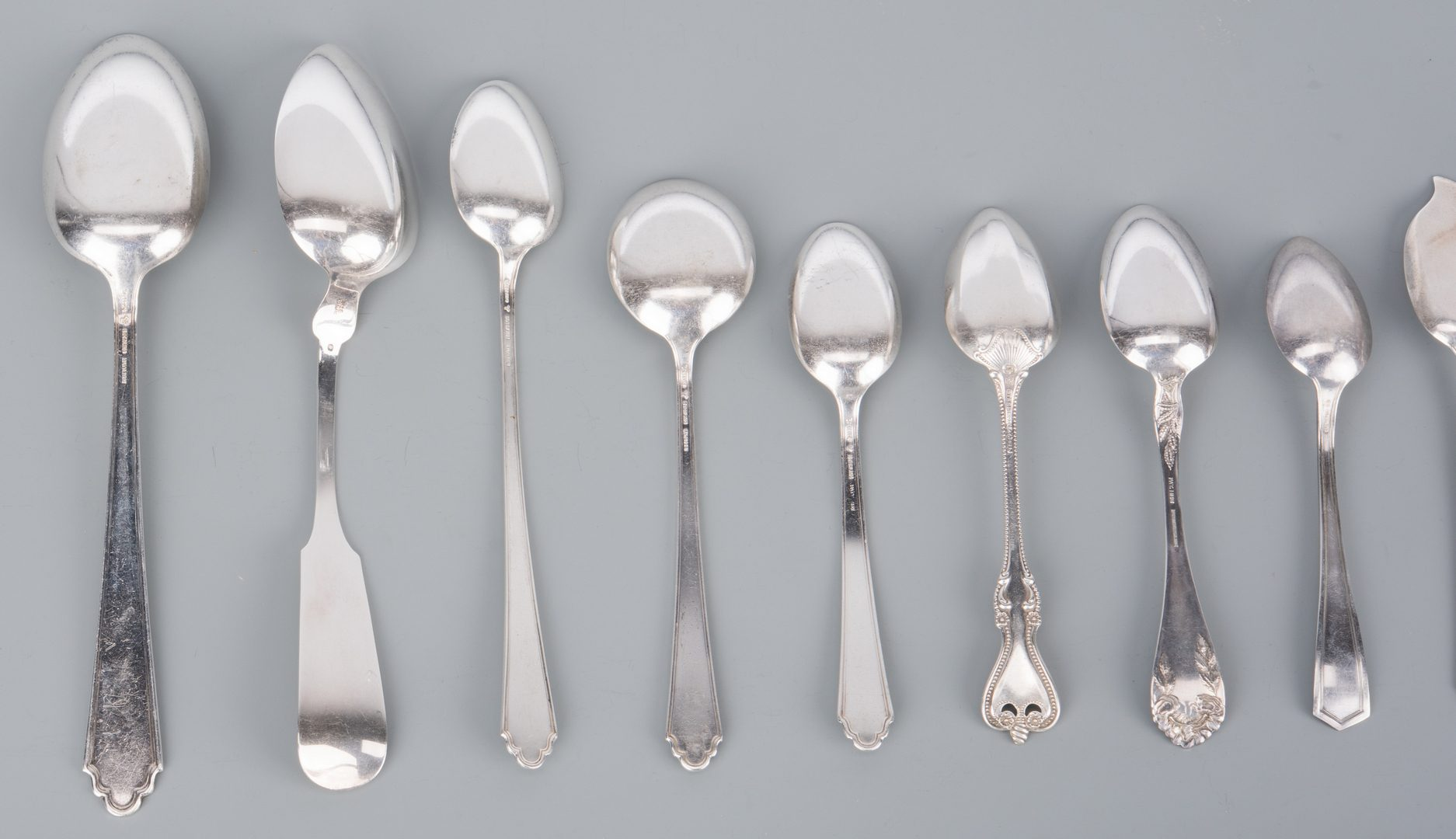 "Lot 755: Lunt ""Mary II"" Sterling Flatware, 67 pcs incl. serving"