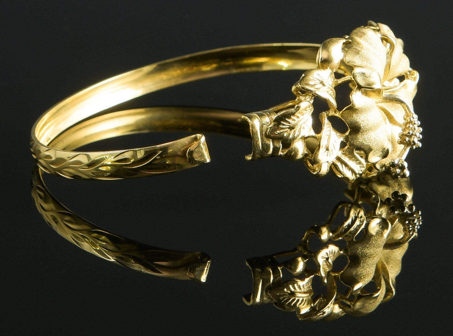 Lot 886: 14K Hibiscus Bangle Bracelet
