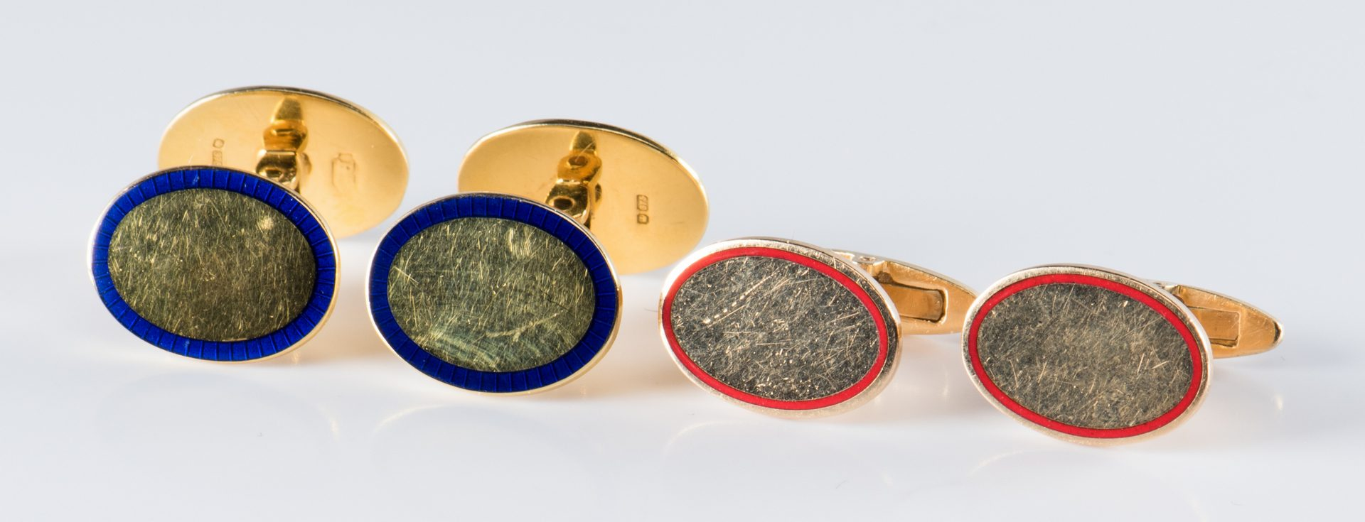 Lot 891: 2 Pair Men's Gold Cufflinks