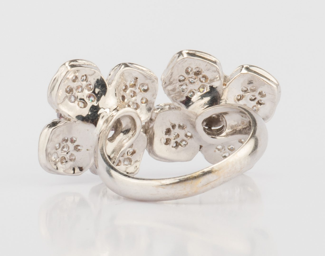 Lot 895: 18K Diamond Flower Fashion Ring