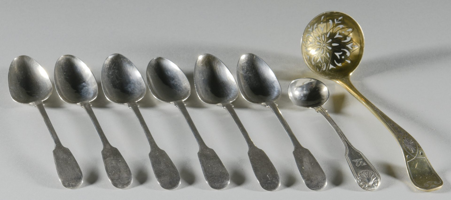 Lot 898: 10 silver items inc. vase