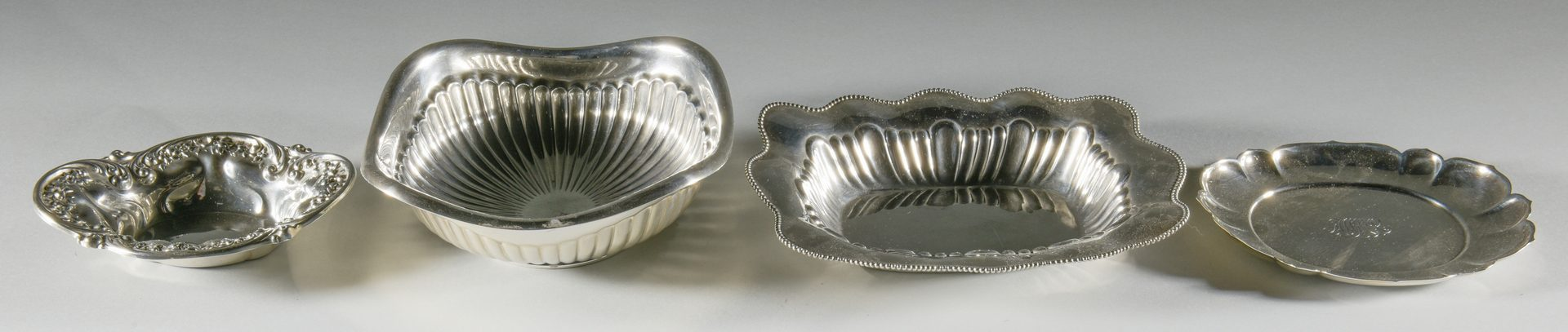 Lot 908: 4 Small Sterling Bowls