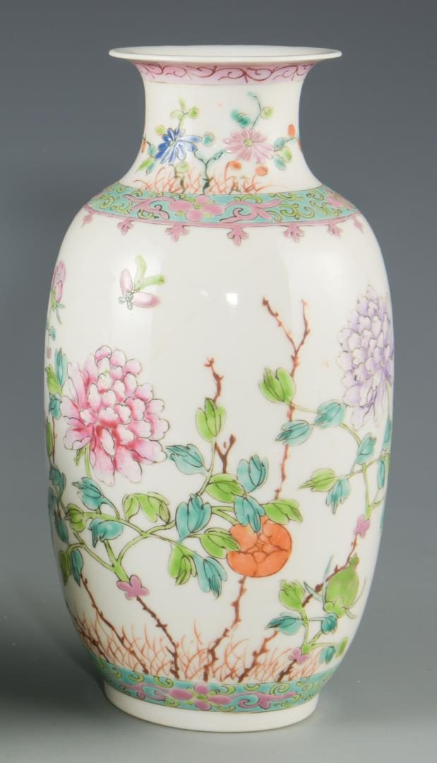 Lot 136: 5 Chinese Porcelain Items