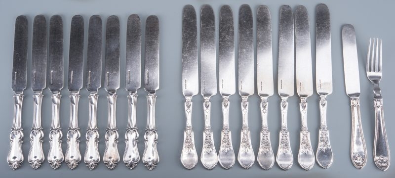 Lot 24: Group Coin Silver Knives, 17 plus 1 fork