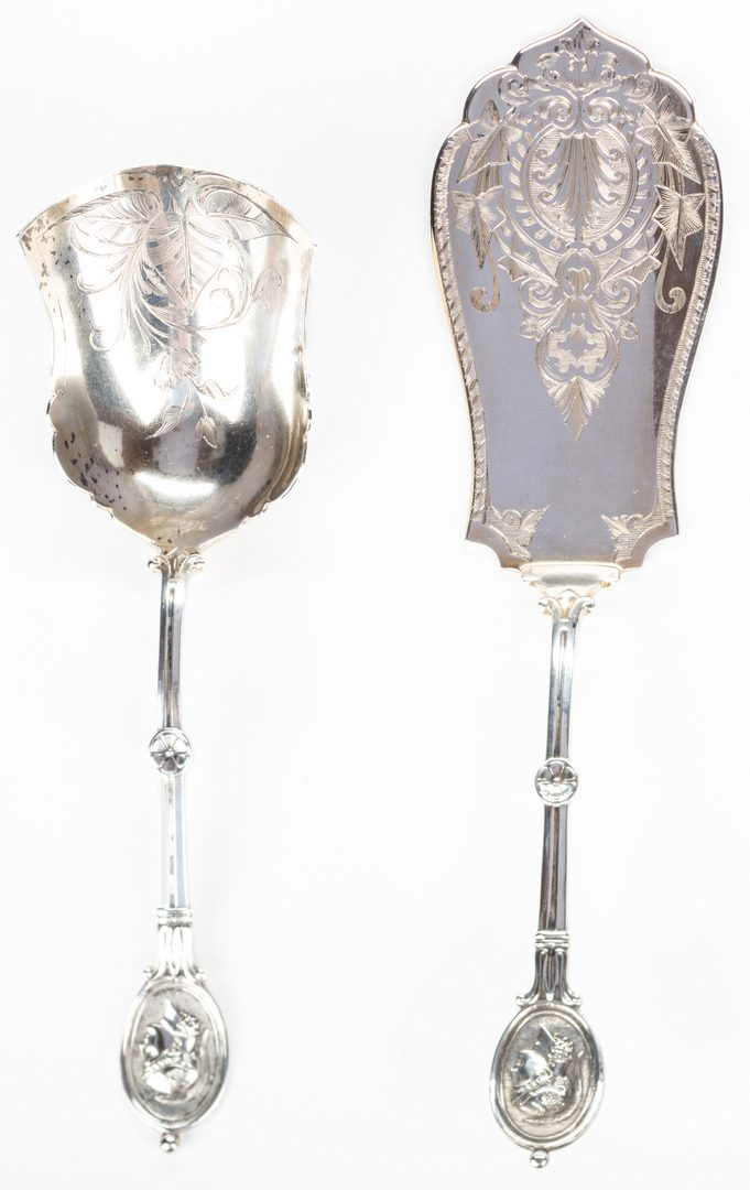 Lot 263: 2 Silver Medallion Pattern Serving Pieces