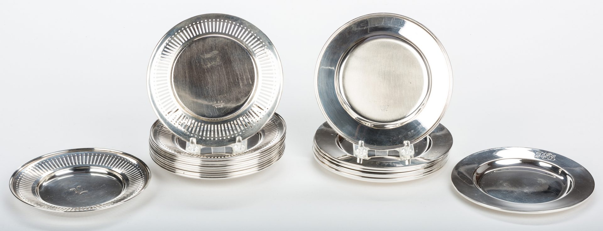 Lot 303: 20 Sterling Bread Plates, inc. Reed & Barton