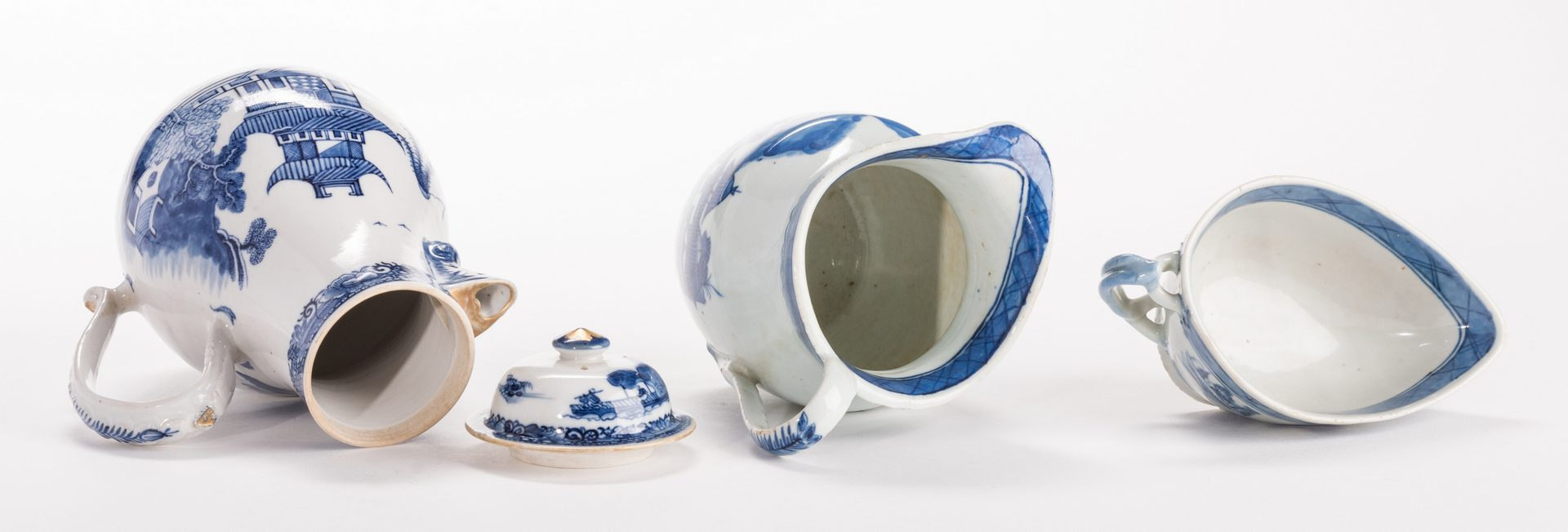 Lot 312: Chinese Export Porcelain, 12 pcs inc. coffeepot