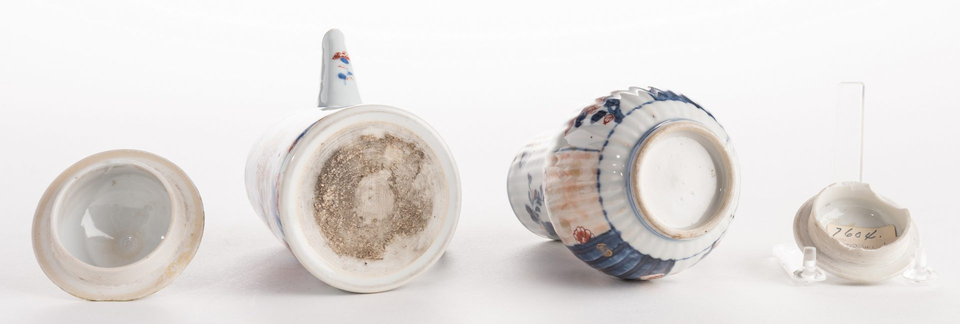 Lot 314: 2 18th cent. Chinese Imari Chocolate Pots