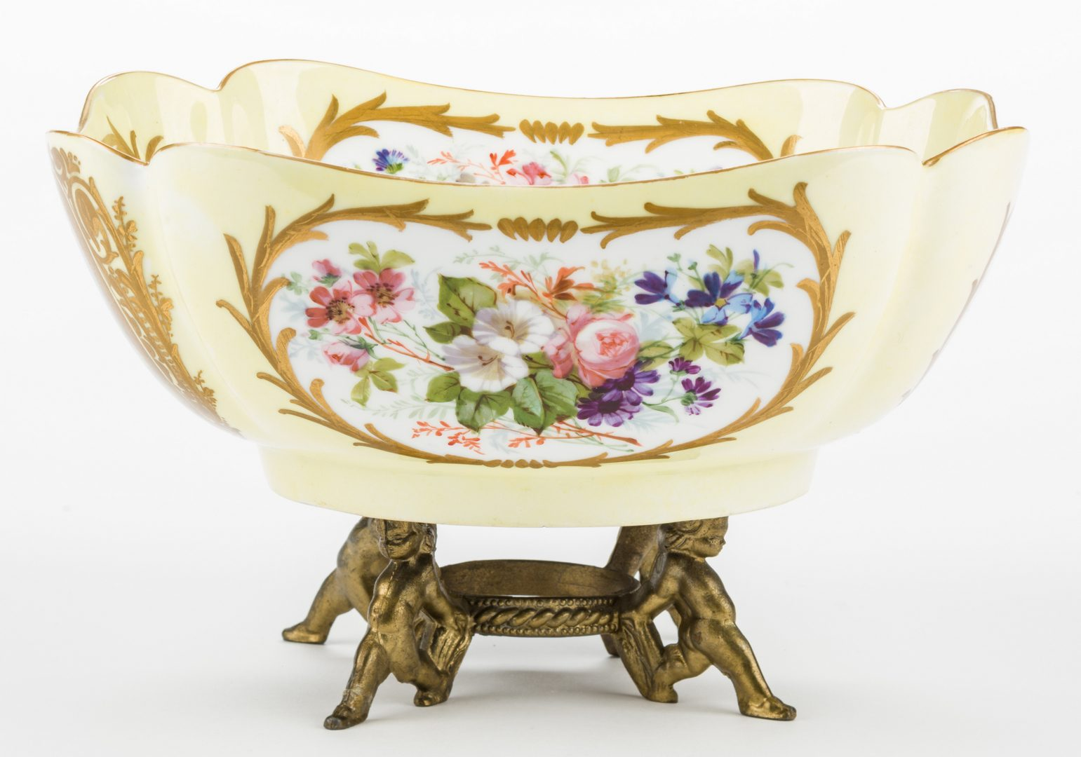 Lot 326: Sevres Chateau Tuileries Plates & Fruit Bowl, 5 items