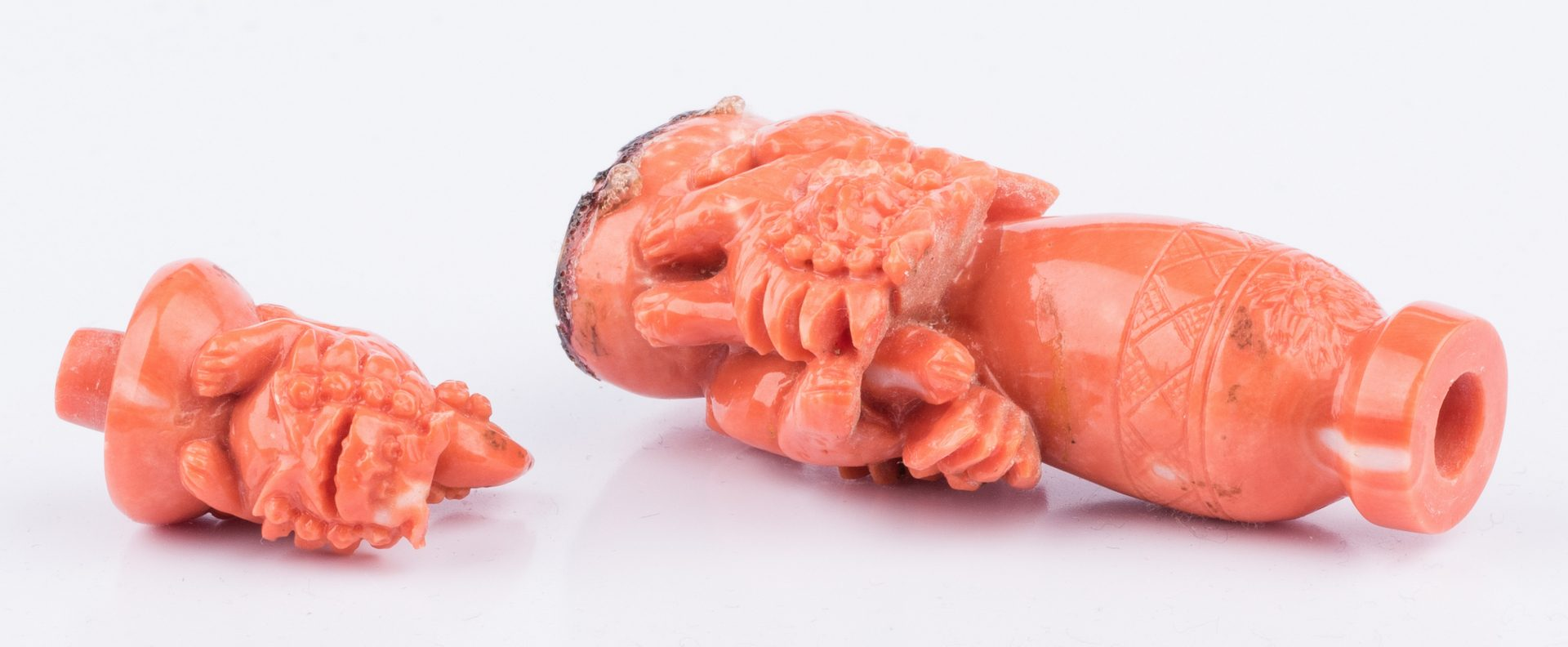 Lot 40: Coral Snuff Bottle