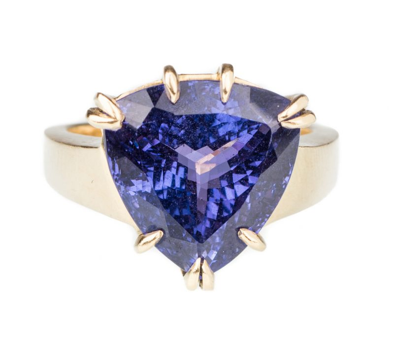 Lot 53: 18K Tanzanite Fashion Ring