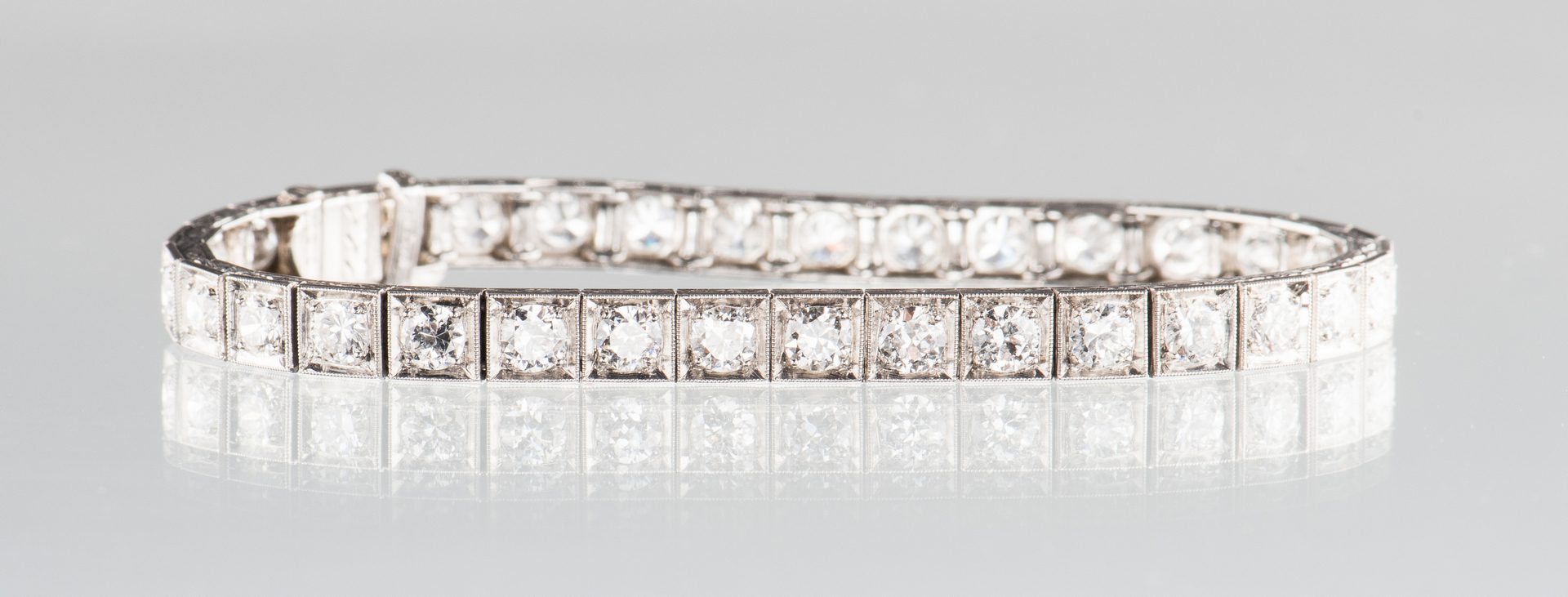 Lot 54: Marcus and Co. Diamond Bracelet, 6.8 cts.