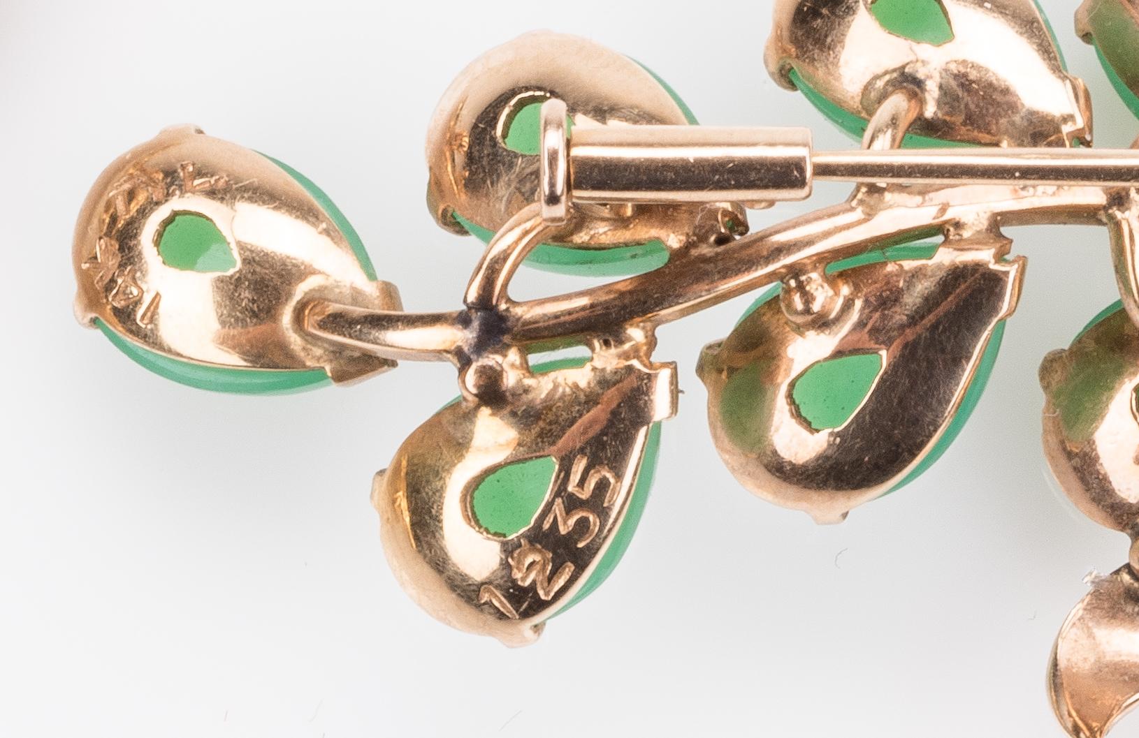 Lot 667: 2 14K Pins: Jade Spray & Flying Goose