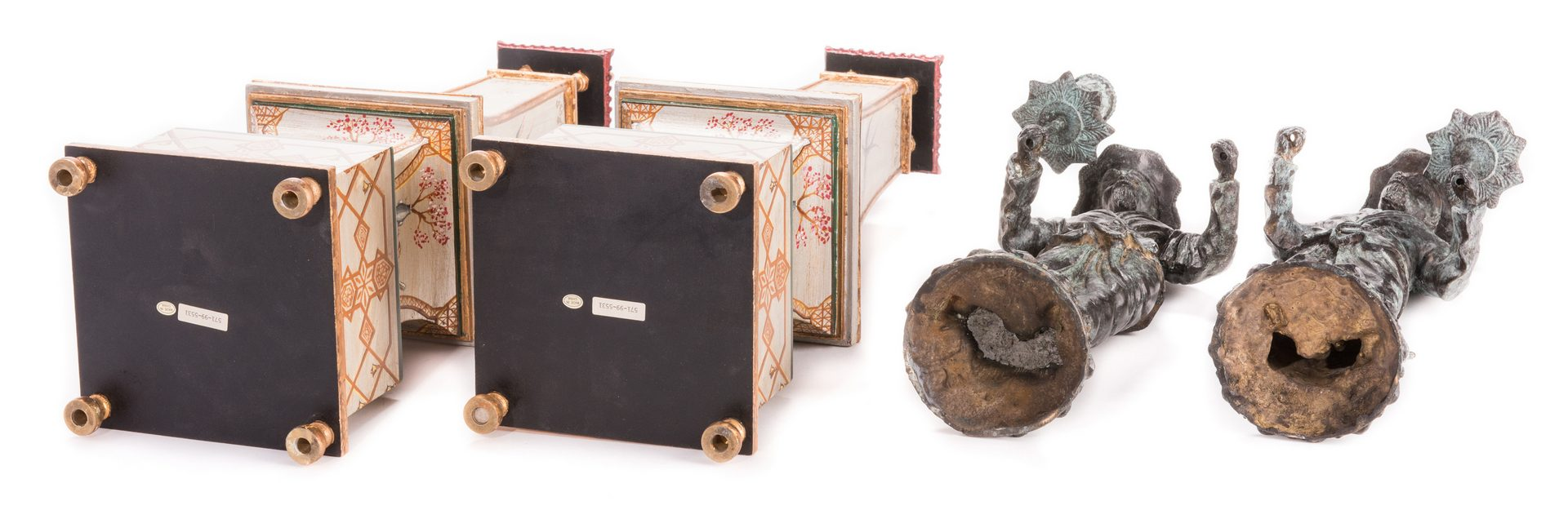 Lot 729: 4 Decorative Chinoiserie Accessories