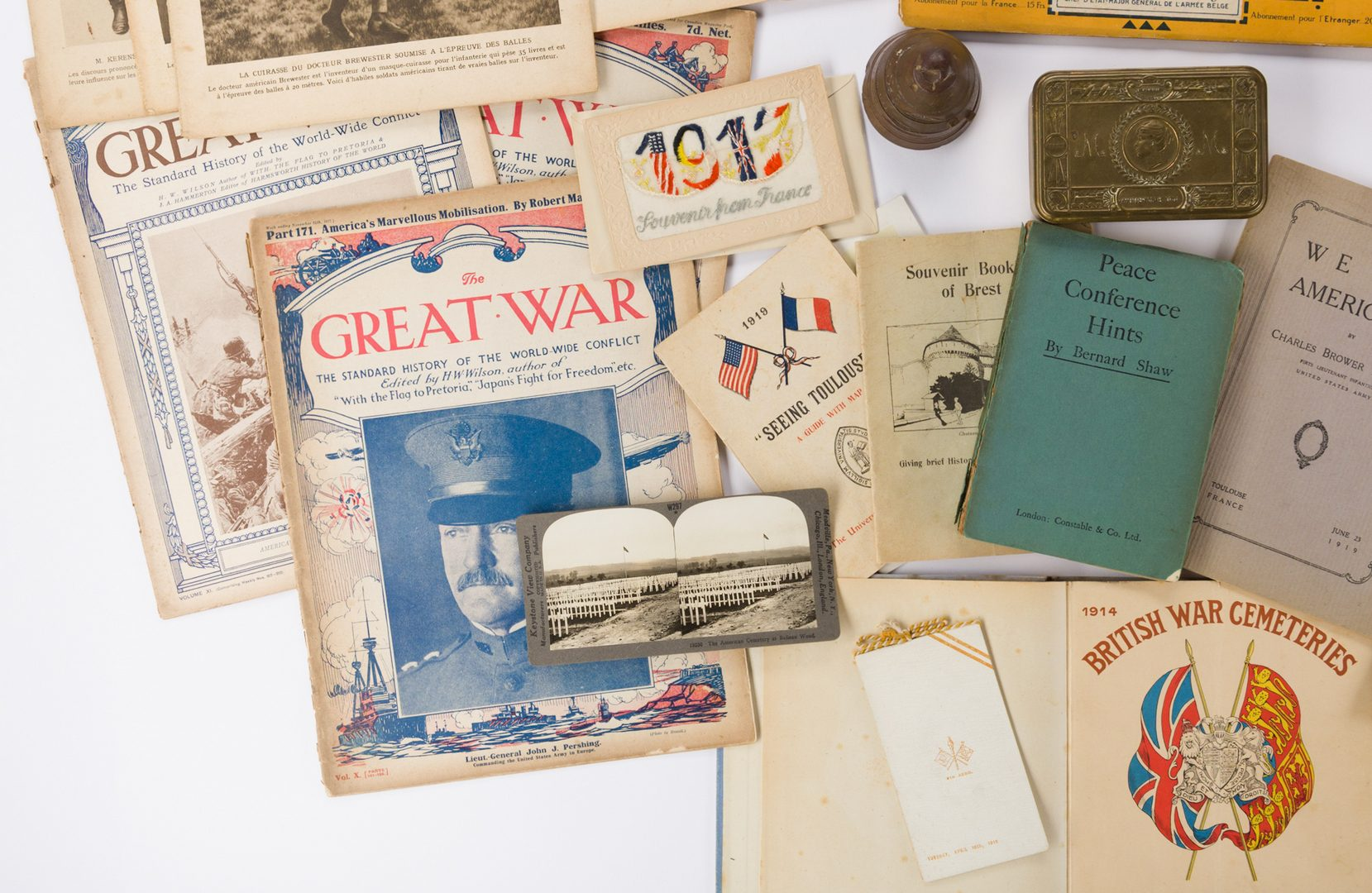 Lot 780: 51 World War 1 related items, inc. Trench Art