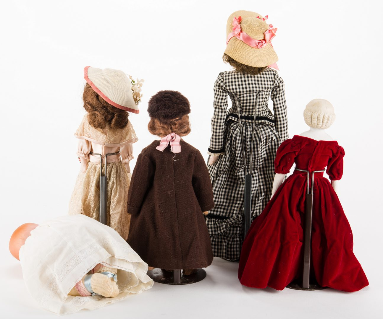 Lot 827: Group of 5 dolls