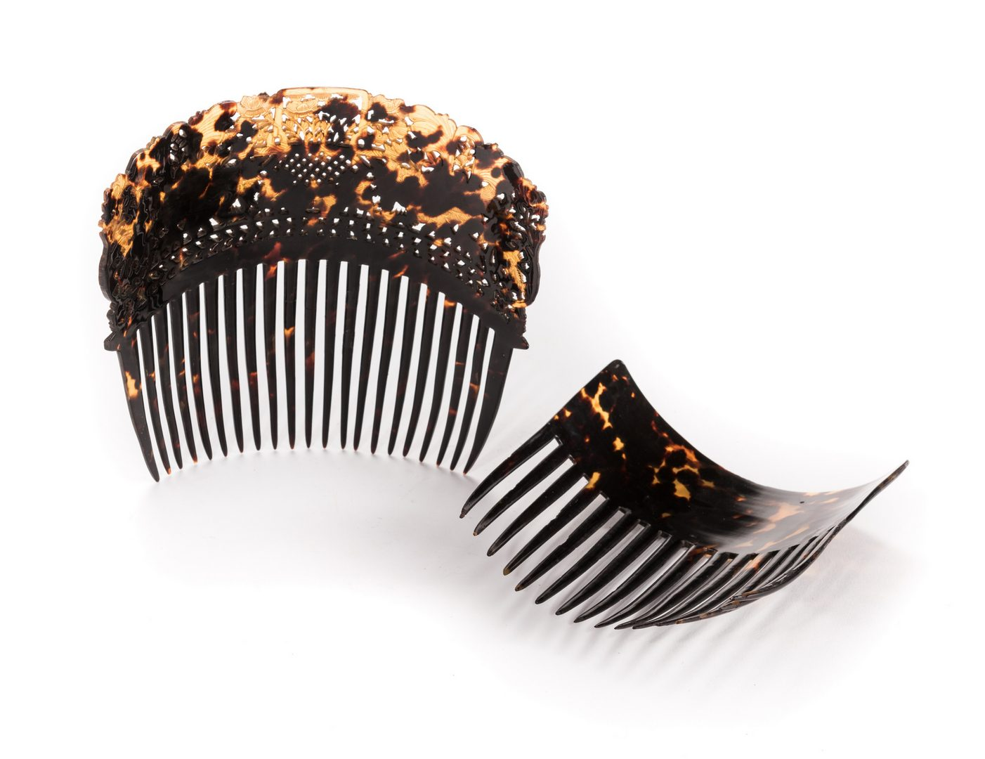 Lot 841: 2 Victorian Tortoiseshell Hair Combs