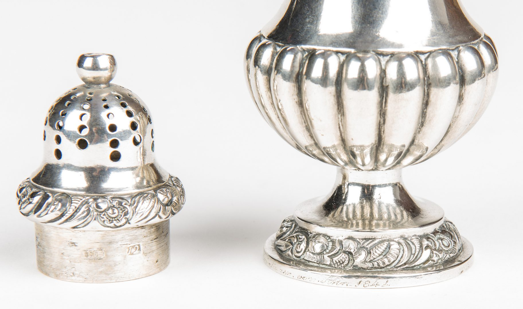 Lot 882: 15 pcs silver including Seal Top Spoons