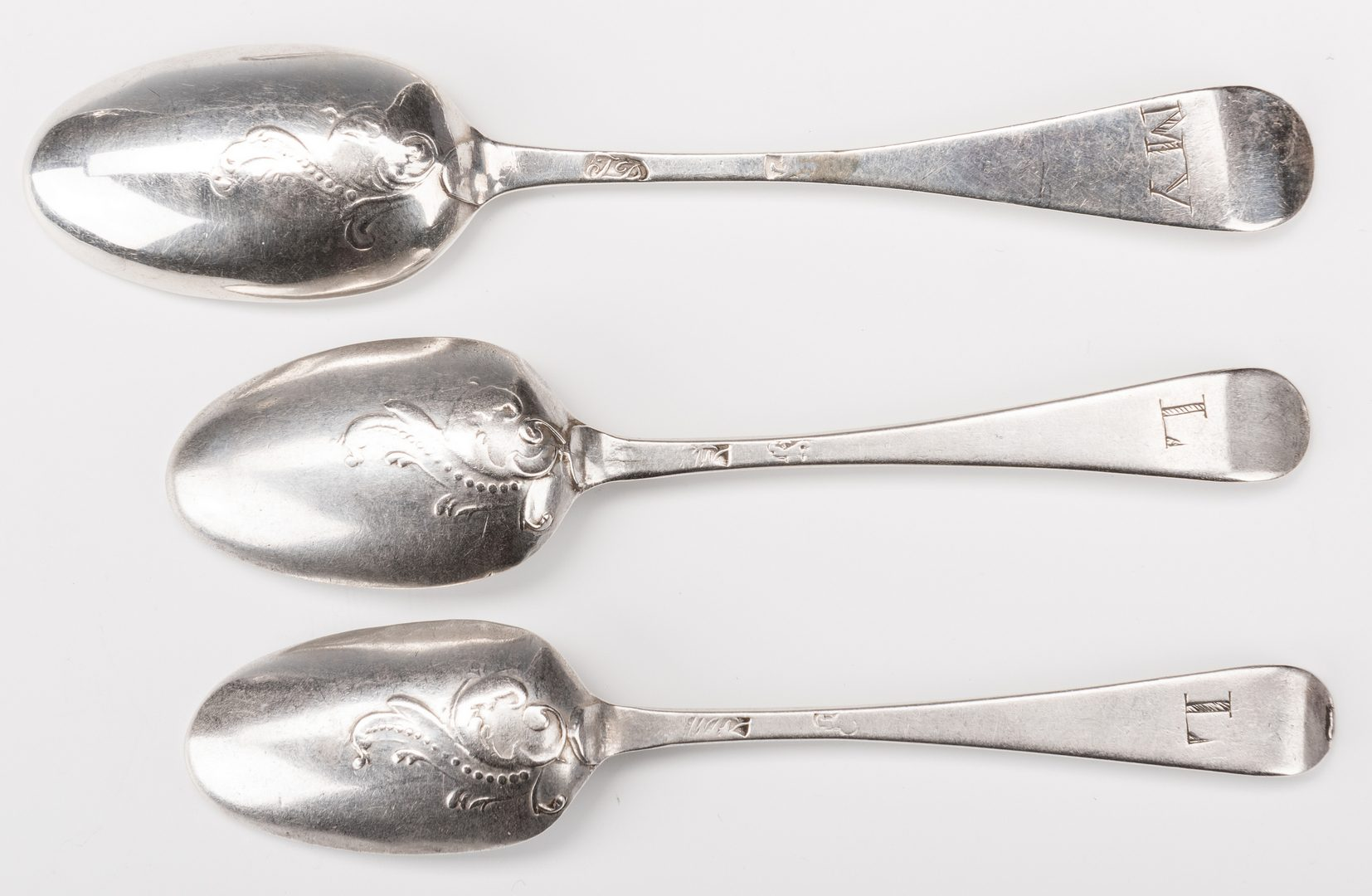 Lot 232: 14 Picture Back Spoons inc. Birdback