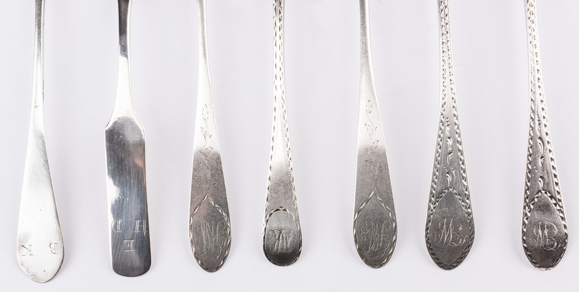 Lot 234: 22 Colonial and Federal Spoons