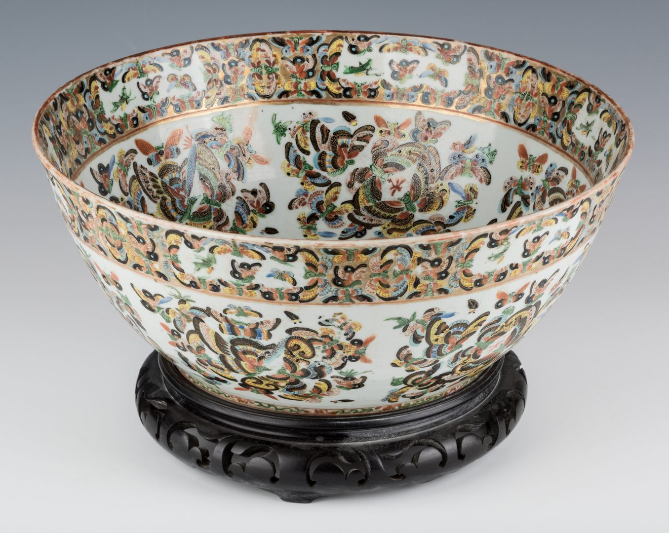 Lot 23: Chinese Export 1000 Butterflies Punch Bowl