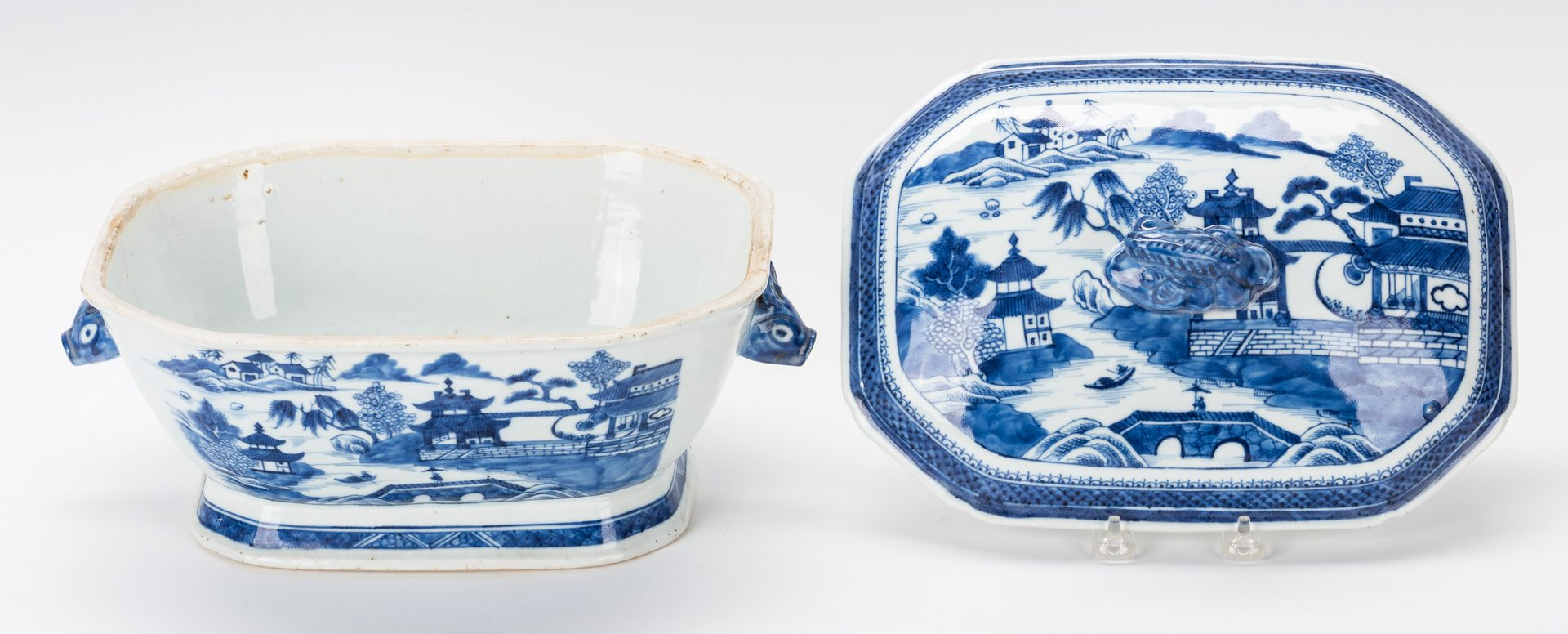 Lot 358: 2 Chinese Export Blue & White Tureens