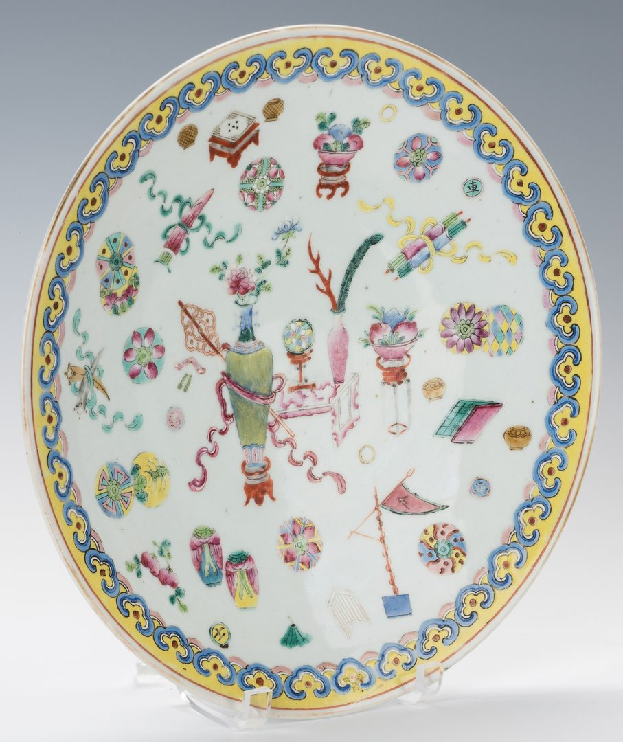 Lot 362: 5 Asian Porcelain Items