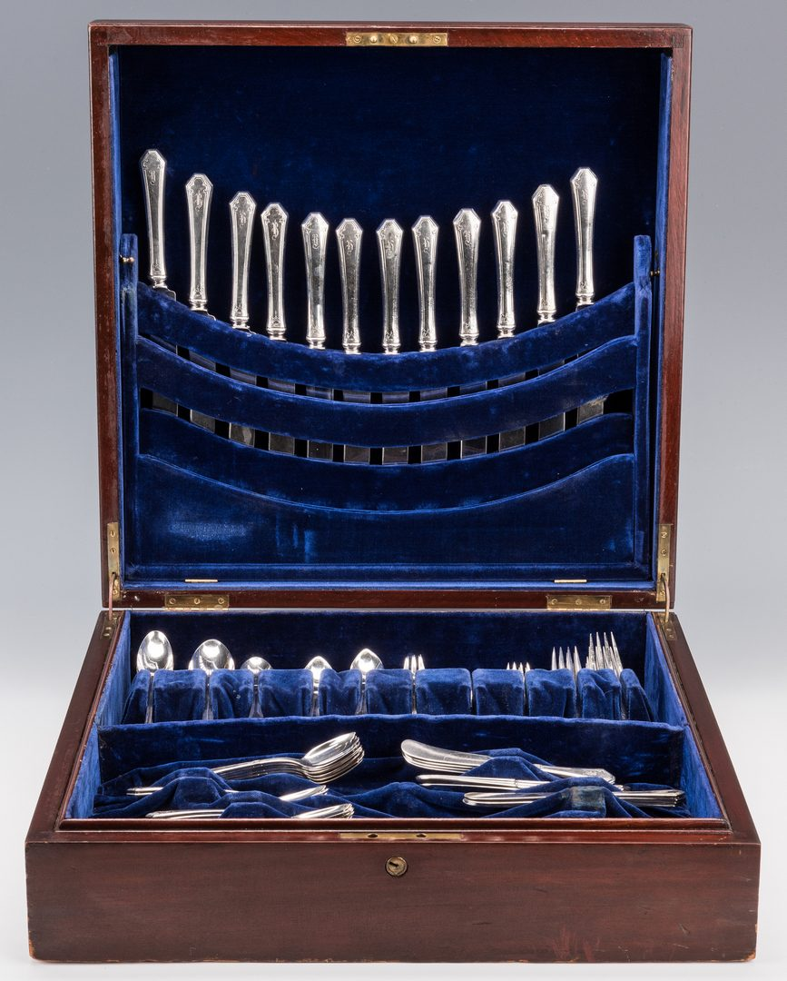 Lot 394: Towle Lady Mary Pattern Sterling Flatware, 132 pcs