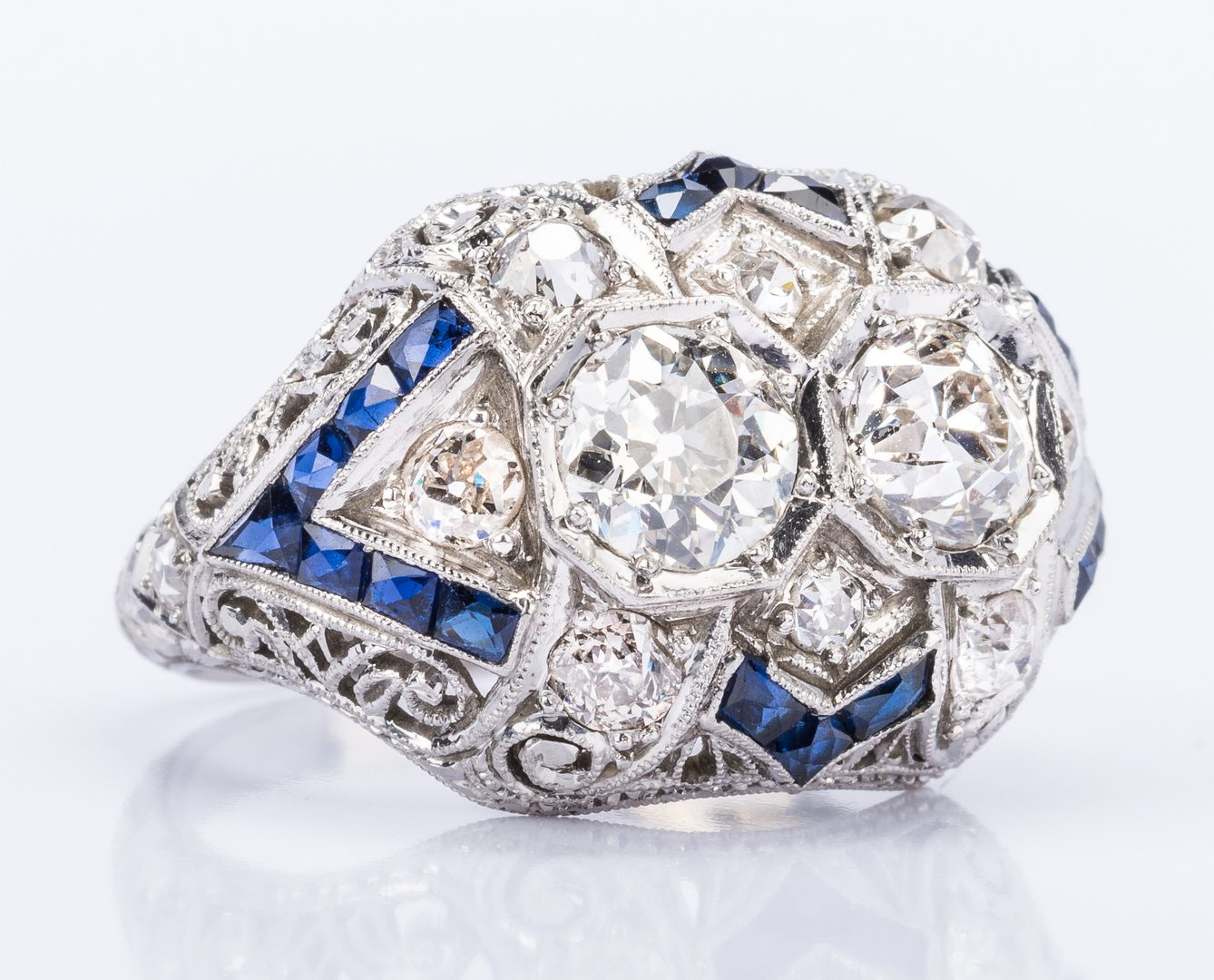 Lot 42: Art Deco 2 Diamond Platinum Ring