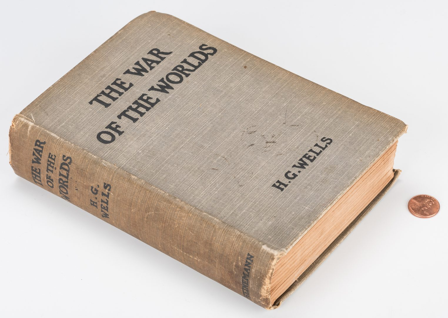 Lot 549: H. G. Wells: The War of The Worlds, 1st Ed.