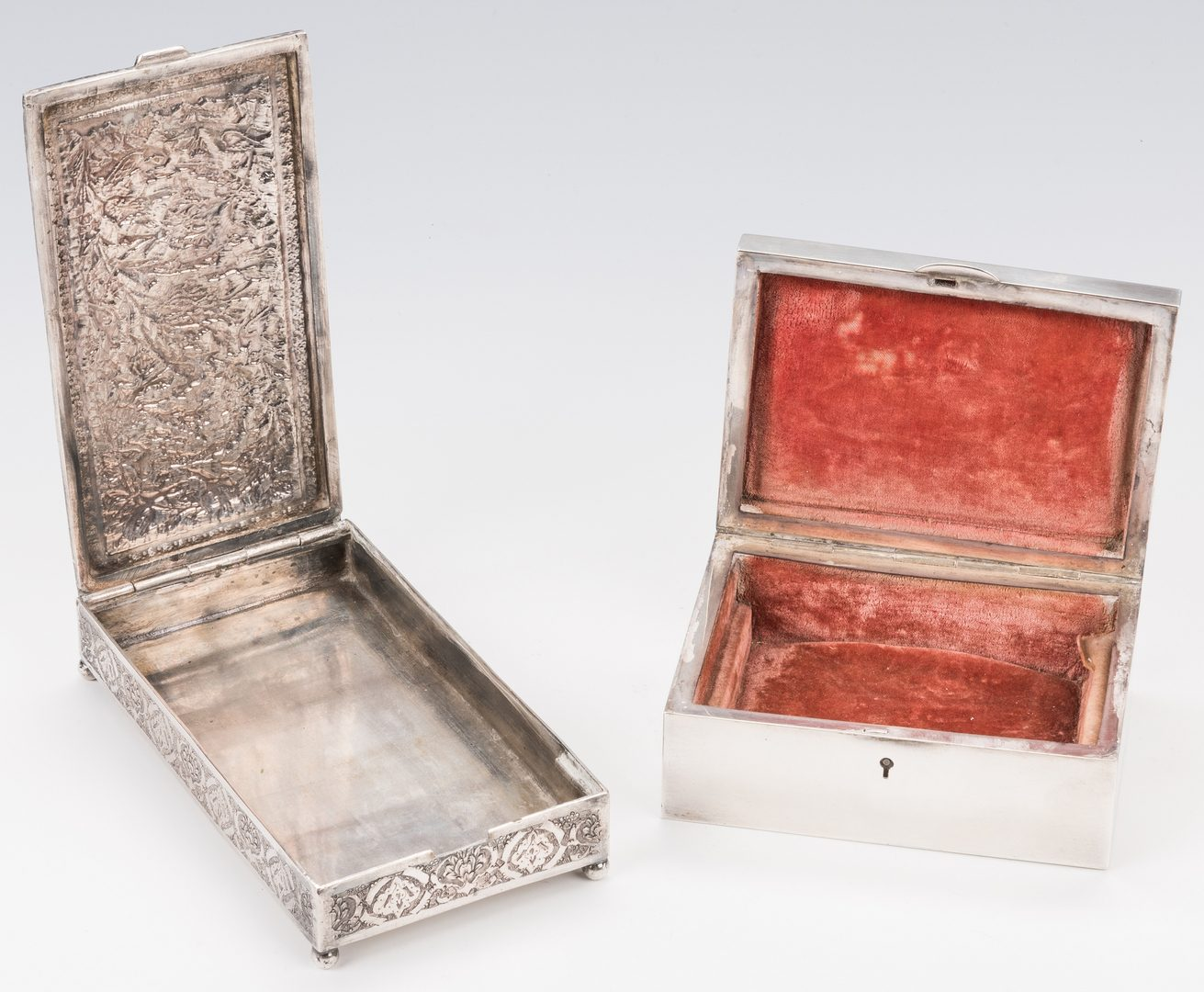 Lot 754: 4 Decorative Items, inc. 2 silver boxes, Japanese accordion book