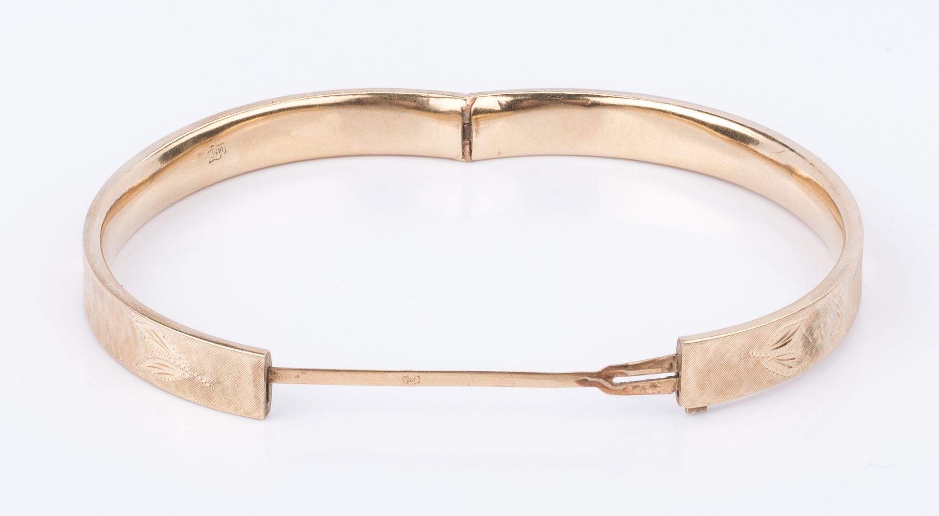 Lot 853: 14K Gold Bangle Bracelet